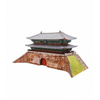 """Сборная модель из картона """"Ворота Намдэмун"""" (Сеул)."""